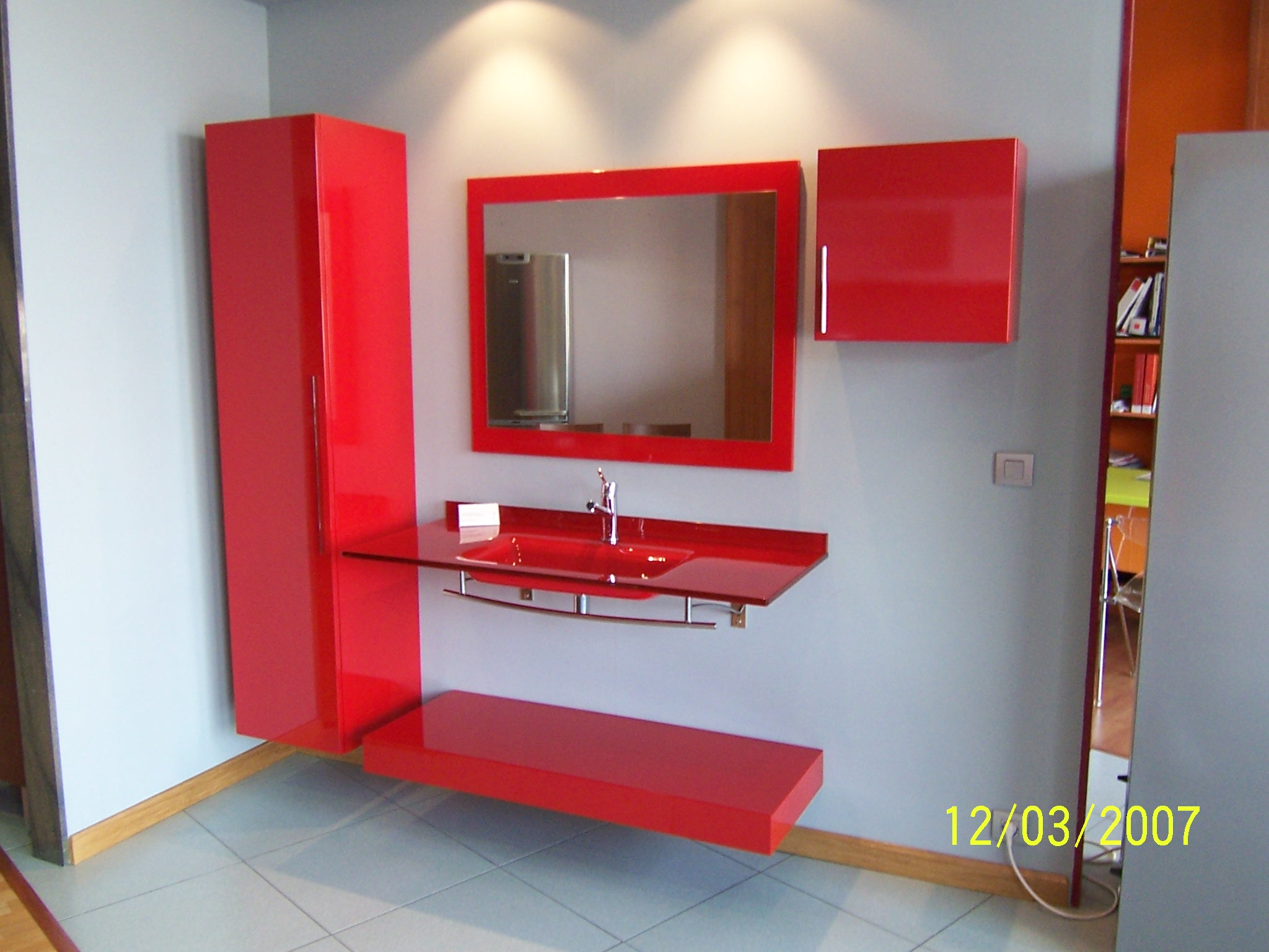 Ba os modernos rojos - Muebles de bano rojos ...