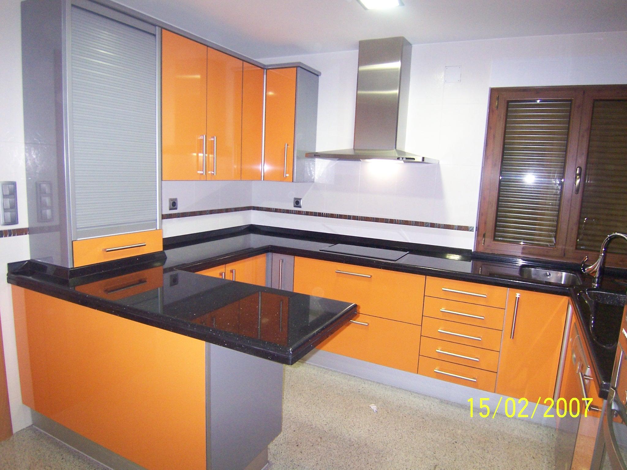 Cocina naranja y gris cocina with cocina naranja y gris for Pintura naranja para cocina